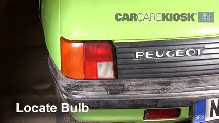 1986 Peugeot 205 GL 1.1L 4 Cyl. Luces