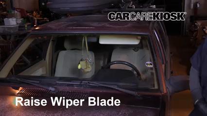 1992 Volvo 740 2.3L 4 Cyl. Wagon Windshield Wiper Blade (Front)