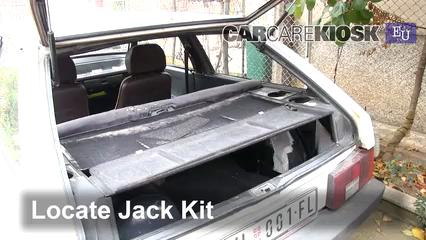1993 Lada Samara 1300 S 1.3L 4 Cyl. Neumáticos y ruedas Cambiar un neumático pinchado