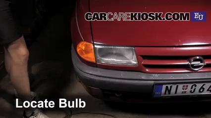 1993 Opel Astra F 1.4L 4 Cyl. Luces Faro delantero (reemplazar foco)