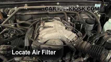 Oil & Filter Change Nissan Pickup (1986-1997) - 1995 Nissan