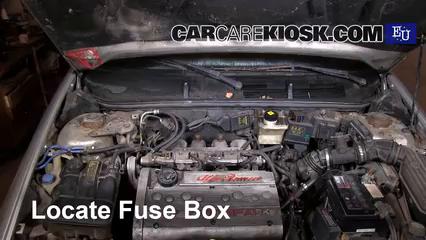 replace a fuse 1995 2000 alfa romeo 145 1997 alfa romeo 145 t alfa romeo 1900 locate engine fuse box and remove cover