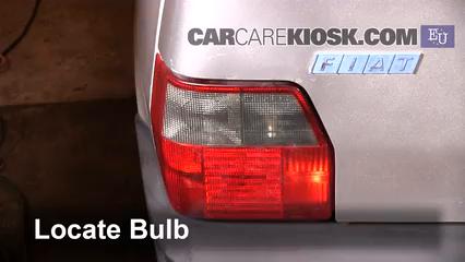 1997 Fiat Uno Fire 1.1L 4 Cyl. Luces Luz de reversa (reemplazar foco)