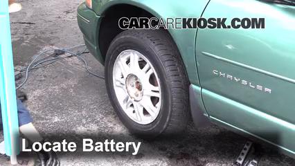 1998 Chrysler Cirrus LXi 2.5L V6 Batterie Nettoyer la batterie et les cosses