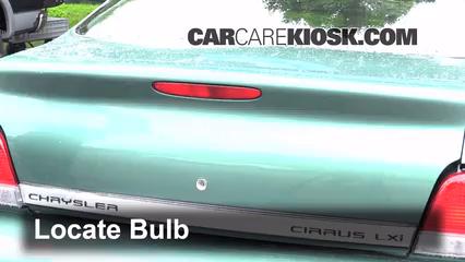 1998 Chrysler Cirrus LXi 2.5L V6 Éclairage Feu de freinage central (remplacer l'ampoule)