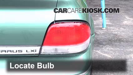1998 Chrysler Cirrus LXi 2.5L V6 Éclairage Feux de position arrière (remplacer ampoule)