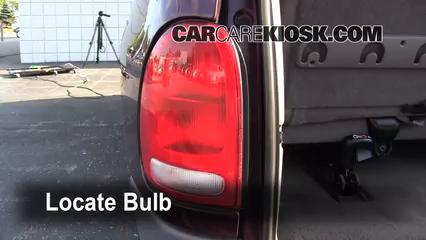 1999 Dodge Caravan 3.0L V6 Luces Luz de giro trasera (reemplazar foco)