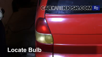 1999 Fiat Palio Weekend 1.2L 4 Cyl. Luces Luz de giro trasera (reemplazar foco)