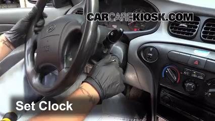 1999 Hyundai Elantra GL 2.0L 4 Cyl. Sedan (4 Door) Reloj