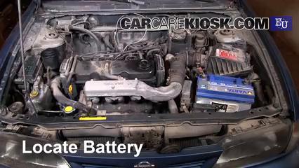 1999 Nissan Almera GX 2.0L 4 Cyl. Diesel Batería Encendido de puente