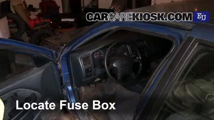 1999 Nissan Almera GX 2.0L 4 Cyl. Diesel Fusible (interior) Control