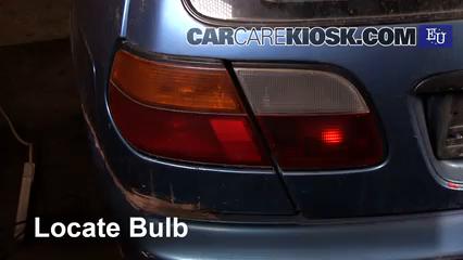 1999 Nissan Almera GX 2.0L 4 Cyl. Diesel Luces Luz de reversa (reemplazar foco)