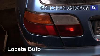 1999 Nissan Almera GX 2.0L 4 Cyl. Diesel Luces Luz de freno (reemplazar foco)