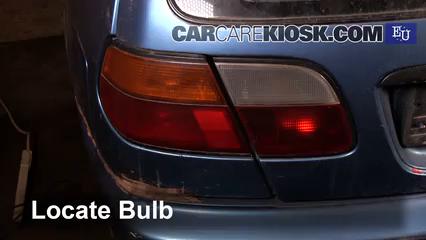 1999 Nissan Almera GX 2.0L 4 Cyl. Diesel Luces Luz de giro trasera (reemplazar foco)