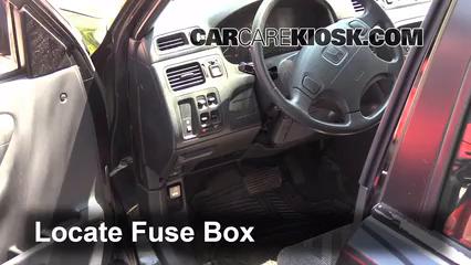 Interior Fuse Box Location 1997 2001 Honda Cr V 2000 Honda Cr V Ex 2 0l 4 Cyl