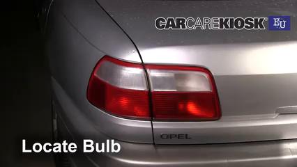 2000 Opel Omega GLS 2.2L 4 Cyl. Luces