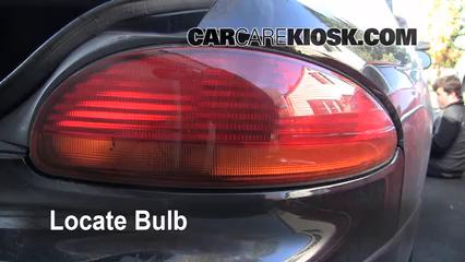 2001 Chrysler LHS 3.5L V6 Éclairage Feu clignotant arrière (remplacer l'ampoule)