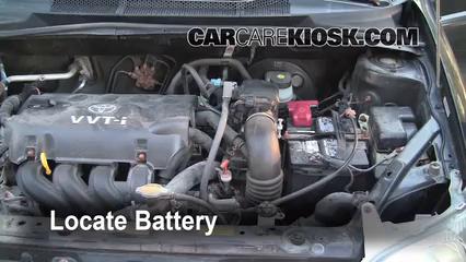 2001 Toyota Echo 1.5L 4 Cyl. (4 Door) Batería Limpiar batería y terminales