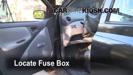2001 Toyota Echo 1.5L 4 Cyl. (4 Door) Fusible (interior) Cambio