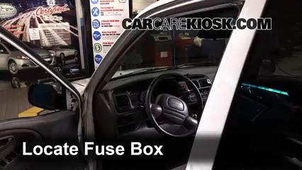 2002 Chevrolet Tracker 2.0L 4 Cyl. (4 Door) Fuse (Interior)
