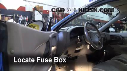 2002 Ford Escort ZX2 2.0L 4 Cyl. Fusible (intérieur)