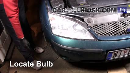 2002 Ford Mondeo Estate LX 2.0L 4 Cyl. Éclairage Feu antibrouillard (remplacer l'ampoule)