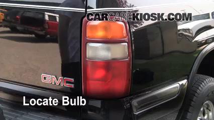 2002 GMC Yukon XL 2500 SLT 8.1L V8 Lights