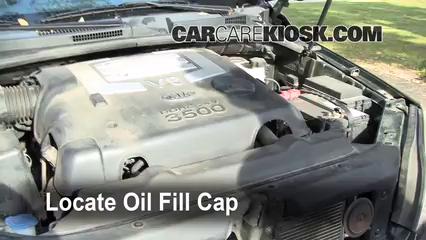 Oil & Filter Change Kia Sorento (2003-2009) - 2003 Kia Sorento EX ...
