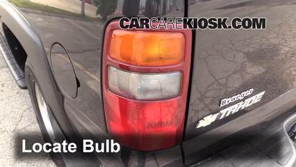 2003 Chevrolet Tahoe LS 5.3L V8 Luces Luz de reversa (reemplazar foco)
