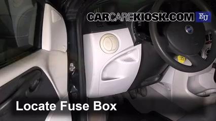 2003 Fiat Punto EX 1.3L 4 Cyl. Turbo Diesel Fusible (intérieur) Contrôle