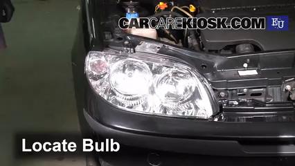 2003 Fiat Punto EX 1.3L 4 Cyl. Turbo Diesel Éclairage Feu de jour (remplacer l'ampoule)