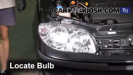 2003 Fiat Punto EX 1.3L 4 Cyl. Turbo Diesel Éclairage Feux de route (remplacer l'ampoule)