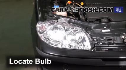 2003 Fiat Punto EX 1.3L 4 Cyl. Turbo Diesel Éclairage Feux de croisement (remplacer l'ampoule)