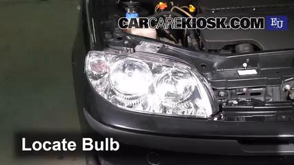 2003 Fiat Punto EX 1.3L 4 Cyl. Turbo Diesel Éclairage Feu clignotant avant (remplacer l'ampoule)