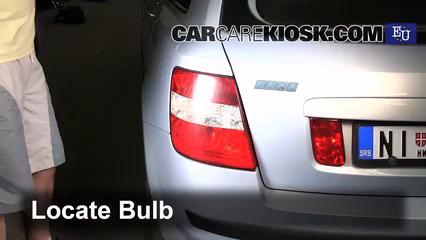 2003 Fiat Stilo 5-Porte JTD 1.9L 4 Cyl. Turbo Diesel Éclairage Feux de position arrière (remplacer ampoule)