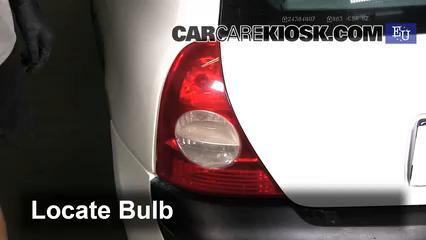2003 Renault Clio dCi 1.5L 4 Cyl. Turbo Diesel Luces Luz de giro trasera (reemplazar foco)