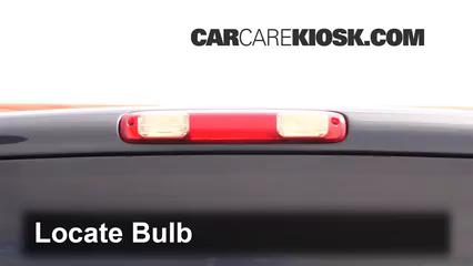 2005 Chevrolet Silverado 2500 HD 6.6L V8 Turbo Diesel Extended Cab Pickup (4 Door) Éclairage Feu de freinage central (remplacer l'ampoule)