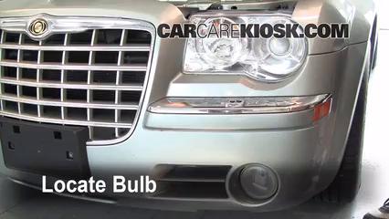 2005 Chrysler 300 C 5.7L V8 Lights Parking Light (replace bulb)