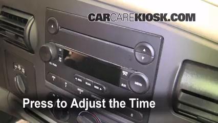2005 Ford F-250 Super Duty XLT 6.0L V8 Turbo Diesel Crew Cab Pickup (4 Door) Horloge