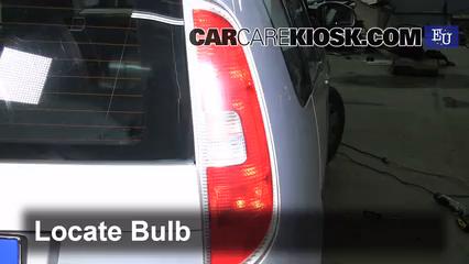 2007 skoda roomster htp 1 2l 3 cyl  lights brake light (replace bulb)