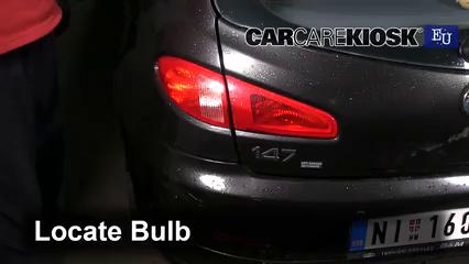 2007 Alfa Romeo 147 T.Spark 1.4L 4 Cyl. Lights Tail Light (replace bulb)