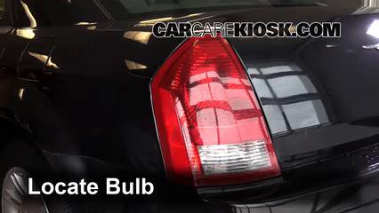 2007 Chrysler 300 2.7L V6 Éclairage Feux de marche arrière (remplacer une ampoule)