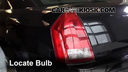 2007 Chrysler 300 2.7L V6 Éclairage Feux de position arrière (remplacer ampoule)