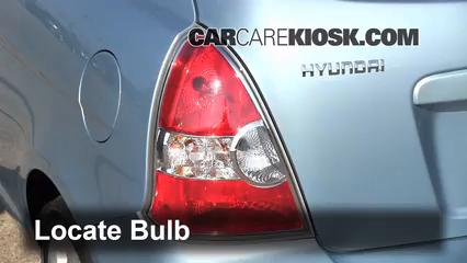 2007 Hyundai Accent SE 1.6L 4 Cyl. Lights