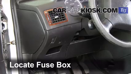 interior fuse box location 2001 2008 peugeot 307 2008 peugeot 307 rh carcarekiosk com  peugeot 307 cc fuse box diagram