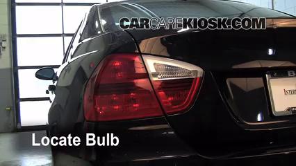 2008 BMW 328xi 3.0L 6 Cyl. Sedan (4 Door) Éclairage Feux de marche arrière (remplacer une ampoule)