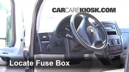 2008 Dodge Sprinter 2500 3.0L V6 Turbo Diesel Standard Passenger Van Fusible (intérieur)