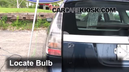 2008 Saab 9-3 2.0T 2.0L 4 Cyl. Turbo Wagon (4 Door) Luces Luz de giro trasera (reemplazar foco)