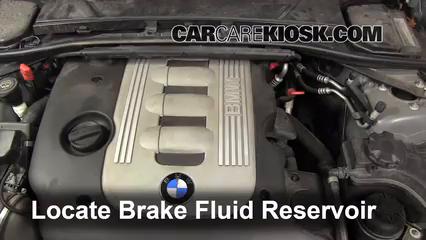2010 BMW 335d 3.0L 6 Cyl. Turbo Diesel Liquide de frein Contrôler le niveau de liquide de frein
