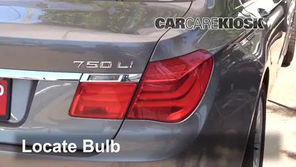 2010 BMW 750Li 4.4L V8 Turbo Éclairage Feux de marche arrière (remplacer une ampoule)